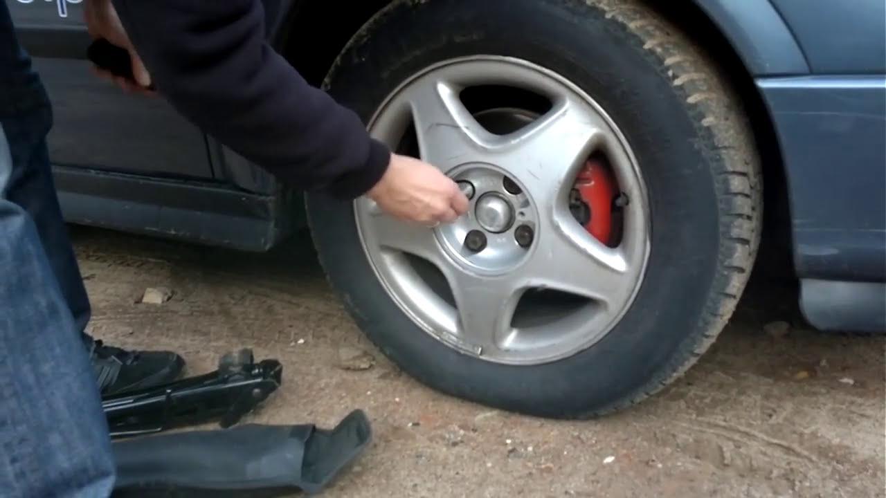 W jaki sposób wymienić koło w samochodzie ?